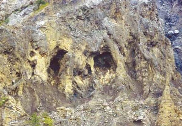 L'ingrandimento evidenzia la Roccia del Teschio, riconducibile al passaggio di Attila lungo la Valle del Bût. (Foto Corvent).
